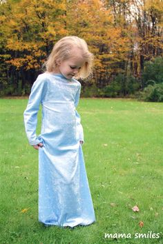 Make a princess dress-up or Halloween costume in 15 minutes with this very easy sewing tutorial!