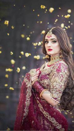 Embroidery and chunni Bridal Mehndi Dresses, Pakistani Wedding Outfits, Bridal Dress Design, Pakistani Wedding Dresses, Bridal Outfits, Walima Dress, Lehenga Wedding, Pakistani Bridal Hairstyles, Pakistani Bridal Makeup