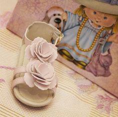Sandálias para o conforto das gatinhas: http://www.htinhos.com.br/sandalia_