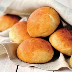Great replace for tradition dinner rolls, Try the Low Carb Dinner Rolls Keto Recipe if your looking for a keto and paleo friendly bread recipe Keto Foods, Bread Recipes, Baking Recipes, Law Carb, Homemade Sandwich, Dinner Rolls Recipe, Water Rolls Recipe, Bread Rolls, Bread Baking