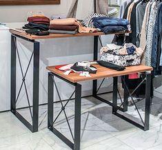 Дизайнерские столы OMT для демонстрации и выкладки товаров в торговом зале. В серии представлены стандартные модели демонстрационных столов в широком выборе размеров и конфигураций.