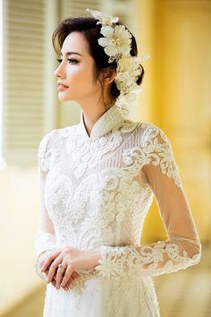 Duyên dáng với áo dài ren trắng