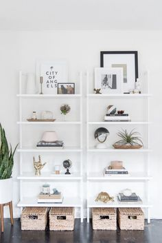 DIY Shelf - Get the Look: Modern Bookshelf Styling Modern Bookshelf, Bookshelf Styling, Bookshelf Organization, Decorating Bookshelves, Bookshelf Ideas, Simple Bookshelf, Organization Ideas, Home Interior, Interior Design