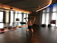 Bild: WOMAN Basketball Court, Training, Fitness Workouts, Woman, Keep Moving, Squats, Coaching, Fitness Exercises, Workout Fitness