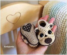 icu ~ Pin on free crochet patterns for baby ~ Crochet Child Booties Child sneakers (Bear) from KertuPertu by DaWanda Crochet Baby Booties Crochet Baby Clothes, Crochet Baby Shoes, Crochet For Boys, Knit Or Crochet, Crochet Crafts, Crochet Projects, Beginner Crochet, Booties Crochet, Crochet Slippers