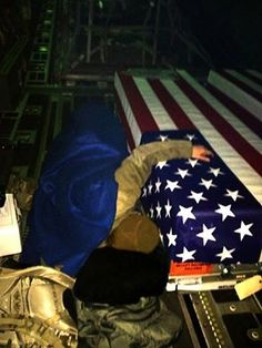 Capt Dana Lyon, bringing her Fallen Husband (Capt David Lyon) home My Champion, Military Love, Military Honors, Land Of The Free, Support Our Troops, Fallen Heroes, Usmc, Marines, Real Hero