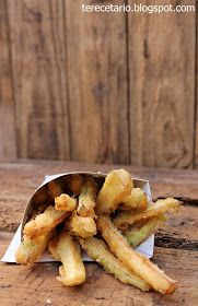 INGREDIENTES:     1 calabacín   Harina de tempura de verdura Santa Rita   Queso parmesano en polvo   Agua fría   Aceite de oliva   Sa...
