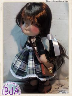 Hola, buenos días a todos!! Hoy os presento mi nueva creación, la muñeca María. Como sabéis a cada una de mis muñecas le rodea una historia. A veces, si la muñeca la he hecho personalizada, la hist...