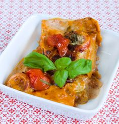 Grønsagslasagne med basilikum Sund og god hverdagsmad! Lækker vegetar lasagne med grøntsager og basilikum.  Denne opskrift kommer fra Slankedoktor.dk.