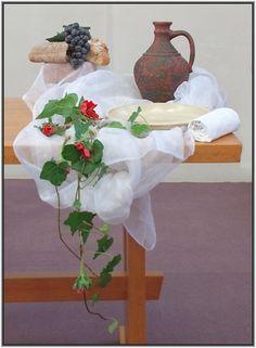 Stille week en Pasen 2013 Church Flowers, Communion, Flower Decorations, Easter, Flower Arrangements, Gift, Church Decorations, Floral Decorations, Floral Headdress