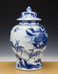 Amazing Chinese Porcelain B/W Vase + Cover 18th C. Kangxi - Deer - 43CM - TOP!