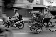 Nurmalia Windy - Fotografer Purwokerto | Windygraphy | Fotografer Wedding | Fotografer Prewedding: BW Street Panning Photography Human Interest - Nur...