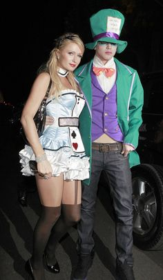 Paris Hilton and River Viiperi - Paris Hilton's first Halloween costume of 2012 was Alice in Wonderland. She was joined by her beau River Viiperi, who was a kind of spooky Mad Hatter with that green eye makeup. First Halloween Costumes, Celebrity Halloween Costumes, Hallowen Costume, Couple Halloween, Costume Ideas, Celebrity Couple Costumes, Cute Couples Costumes, Celebrity Couples, Paris Hilton