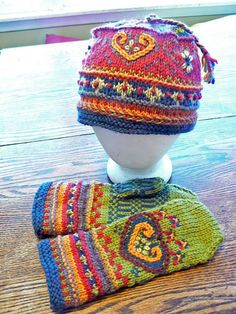 Ravelry: Project Gallery for Rosemal pattern by Celeste Pinheiro by tracey Diy Tricot Crochet, Crochet Mittens, Mittens Pattern, Knit Or Crochet, Knitted Hats, Crochet Hats, Crochet Birds, Crochet Food, Knitted Dolls