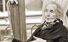 Alicia Moreau de Justo (Londres, Reino Unido de Gran Bretaña e Irlanda, 11 de octubre de 1885 – Buenos Aires, Argentina, 12 de mayo de 1986) fue una médica y política argentina, figura destacada del feminismo y del socialismo.1 Desde los primeros años del siglo XX se involucró en los reclamos por mayores derechos para las mujeres. En 1902, junto a un grupo de compañeras, fundó el Centro Socialista Feminista y la Unión Gremial Femenina.2