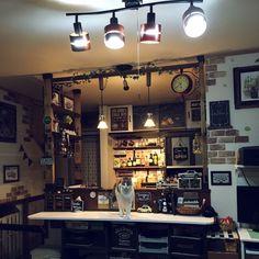 Chapter_3さんの、ミニカー,カフェ風,ねこのいる風景,両面時計,ディアウォール,男前,初投稿,ミニボトル,トミカ収納についての部屋写真