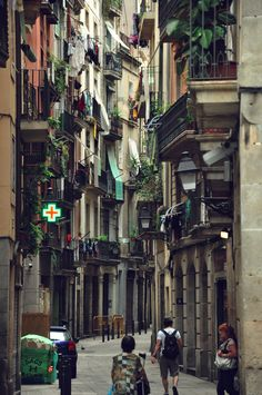 The #Gothic_Quarter, #Barcelona #Spain Calle del Barrio Gótico de Barcelona.