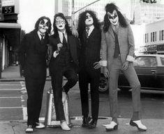 New York Minute. #Rambo #SEALTeam #manhattan #newyorkcity Paul Stanley, Gene Simmons, Annie Leibovitz, Kiss Rock, Eric Singer, Banda Kiss, Heavy Metal, El Rock And Roll, Rock Poster