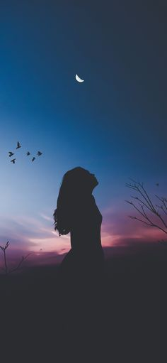 The girl was silhouetted at night iPhone X Wallpapers