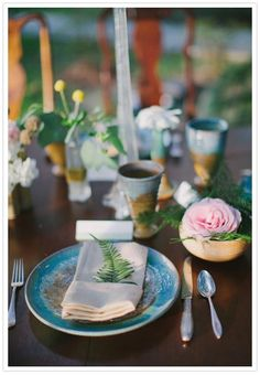 fern leaf place setting- and too bad our wedding is so huge. love the cool pottery dishes.
