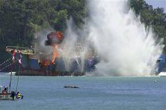 Indonesia vuela un pesquero ilegal buscado por Interpol - http://a.tunx.co/Fo1a7