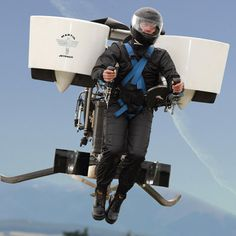 New Zealand firm Martin Aircraft Company has been given permission to conduct manned test flights on its personal jetpack.