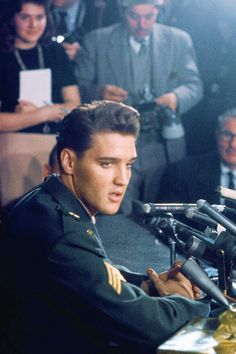 Elvis during the press conference in Fort Dix, March 3, 1960.