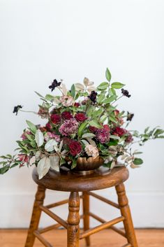 Dedicated to DIY wedding flowers, we provide tutorials, inspiration and practical information for creative brides looking to make their own wedding flower arrangements and bouquets. Budget Wedding Flowers, Wedding Flower Arrangements, Scabiosa Flowers, On Your Wedding Day, Dream Wedding, Oasis Foam, Burgundy Wedding Colors, Bride Look, Autumn Wedding