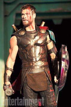 Thor: Ragnarok : les premières photos très rétrofuturistes !!!