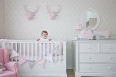 Linia francuska Caramella.pl zawiera meble niemowlęce oraz dziecięce. Znajdziesz w niej dwa rozmiary łóżeczek (120x60 cm oraz 140x70 cm)