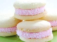 galletitas merengandas caseras Gooey Cookies, Cake Cookies, Cupcakes, Mouse Recipes, Argentine Recipes, Donuts, Cookie Factory, Decadent Cakes, Drinks Alcohol Recipes