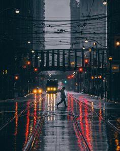A Cinematic Stroll Through Toronto At Night – Fubiz Media