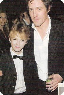 Thomas Brodie-Sangster and Hugh Grant. Love Actually New York Premiere. Oh my gosh they're so young and adorable! Def Not, Love Actually, Hugh Grant Young, English Lads, Boy Models, Young Actors, Dapper Men, Thomas Brodie Sangster, Big Love