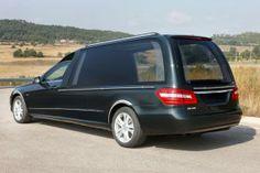 """Modèle SOLAIS Mercedes Classe E. Le plus bel hommage lors des cérémonies obsèques. Équipé d""""un écran LCD pour vidéo ou cérémonies en live."""