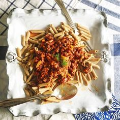 Did you see the skinnypasta recipe we made this weekend in celebration of #CanadaDay #IndependenceDay and #Summer?! A true #NorthAmerican dish, feast your eyes on this #Bison #Ragu #skinnypasta and then visit our website for the #recipe so you can feast on it for real. #Yum And to our #Calgary friends who are throwing a #Stampede event over the next 12 days, we know this recipe will be the talk of your guests if you decide to serve it! #linkinbio #skinnypasta #superfood #teff #penne #macros…