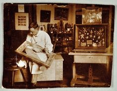 Paul Klee in his studio at Bauhaus Weimar, photographed by Felix Klee, 1924/25 © Zentrum Paul Klee