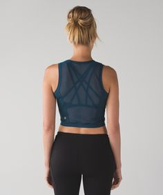 Keep cool when you're on the run in this high-neck crop top designed with Mesh fabric for ventilation.