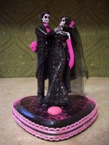 gothic wedding cake topper http://www.weddingandcakes.com/gothic-wedding-cake-toppers/
