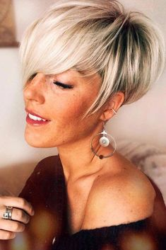 Today we have the most stylish 86 Cute Short Pixie Haircuts. We claim that you have never seen such elegant and eye-catching short hairstyles before. Pixie haircut, of course, offers a lot of options for the hair of the ladies'… Continue Reading → Pixie Cut Thin Hair, Bob Pixie Cut, Pixie Cut With Bangs, Short Hair With Bangs, Short Straight Hair, Short Hair Cuts, Short Hair Styles, Hair Bangs, Long Bangs