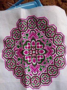 Cross Stitch Geometric, Cross Stitch Borders, Cross Stitch Designs, Cross Stitch Patterns, Quilt Stitching, Cross Stitching, Cross Stitch Embroidery, Embroidery Patterns, Loom Patterns