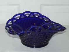 Vintage Cobalt Glass Basket Cobalt Glass, Red Glass, Milk Glass, Cobalt Blue, Blue Dishes, Glass Dishes, Fenton Glassware, Vintage Glassware, Himmelblau