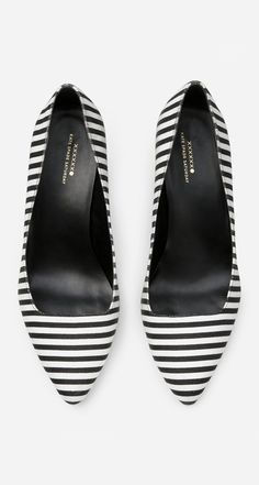 Black and with striped pointed flats ==