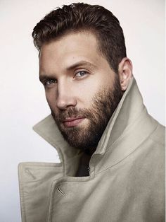 I wasn't a fan of the curly blond hair in Spartacus. However, I would've still banged the curls right off of him. All that being said, him without the curls........ magnífico  #JaiCourtney