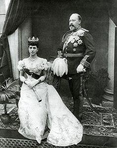 Muerte de Victoria. le sucedió su hijo, el rey Eduardo VII . En la imagen con su esposa, la reina Alexandra.