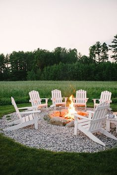 Do you want to know how to build a DIY outdoor fire pit plans to warm your autum. - Do you want to know how to build a DIY outdoor fire pit plans to warm your autumn and make s'more - Diy Fire Pit, Fire Pit Backyard, Outdoor Fire Pits, Outdoor Stone, How To Build A Fire Pit, Cool Fire Pits, Fire Pit Pergola, Backyard Coop, Outside Fire Pits