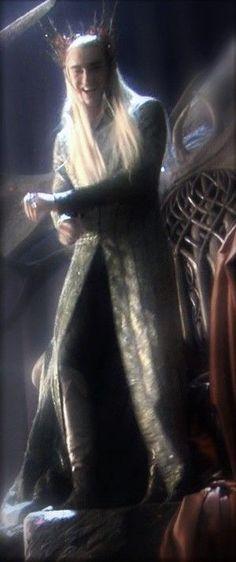 Lee Pace as Thranduil in The Hobbit Trilogy Behind the Scenes Lee Pace Thranduil, Legolas And Thranduil, Tauriel, Orlando Bloom Legolas, Elven Costume, Elf King, O Hobbit, Desolation Of Smaug, Wood Elf
