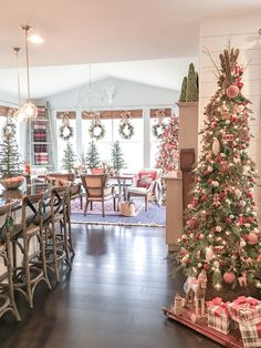 I wanted to share my favorite 65 Modern Farmhouse Christmas Decor today. I love Rustic Christmas Decor all through the year, but it's especially fun to decorate our house in Modern Farmhouse Christmas Decor with pops of plaid, wood &… Continue Reading → Decoration Christmas, Farmhouse Christmas Decor, Primitive Christmas, Country Christmas, Xmas Decorations, Holiday Decorating, Christmas Decor In Kitchen, Merry Little Christmas, Noel Christmas