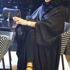 Abaya of the day Niqab Fashion, Modern Hijab Fashion, Muslim Fashion, Stylish Girls Photos, Stylish Girl Pic, Hijabi Girl, Girl Hijab, Formation Couture, Arab Girls Hijab