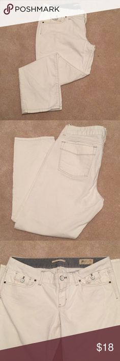 White Denim Crops White denim cropped jeans, cute contrast stitching and white metal buttons. Boyfriend cut, hip slung. No tears, no stains, EUC. GAP Jeans Ankle & Cropped