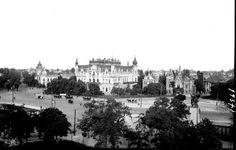 Palatul Sturdza și Piața Victoriei, văzute din Palatul Funcționarilor Publici la începutul secolului trecut... Nature Photography, Travel Photography, Bucharest Romania, Paris Skyline, Palace, History, City, Outdoor, Beautiful